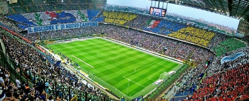 Assista a um incrível jogo de futebol ou um show em Roma