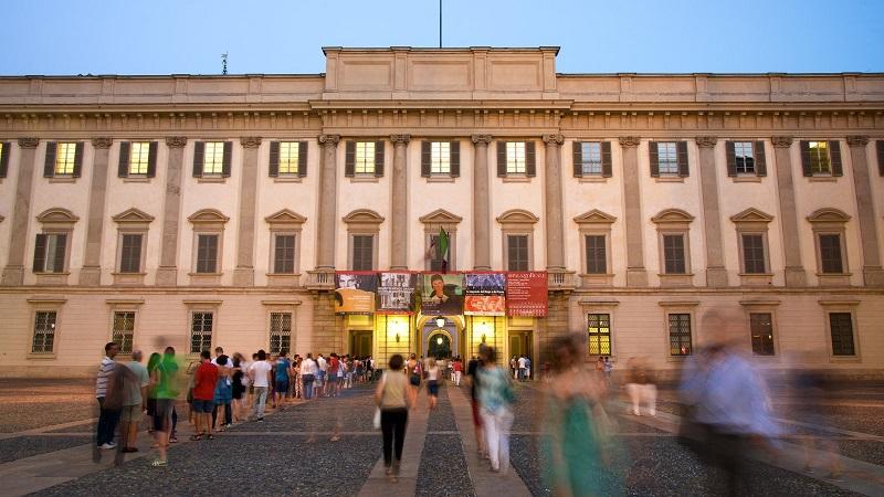 Visitantes no Palácio Real