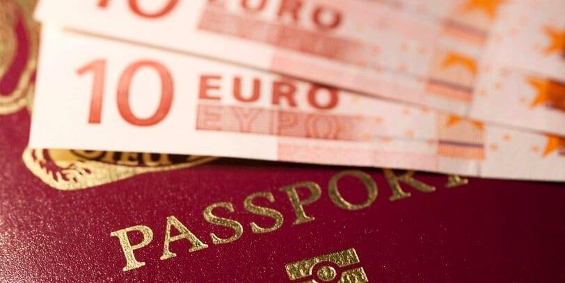 Passaporte e dinheiro para levar para Veneza