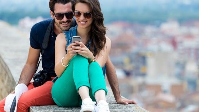 Usar o celular em Nápoles