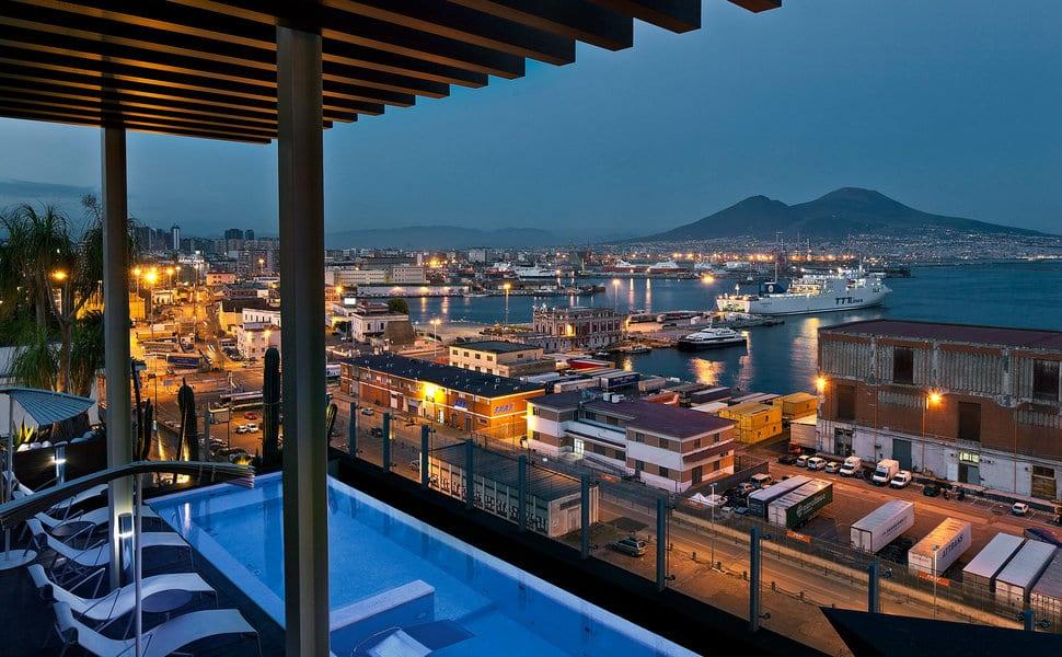 Hotéis com ótimos custos-benefícios em Nápoles