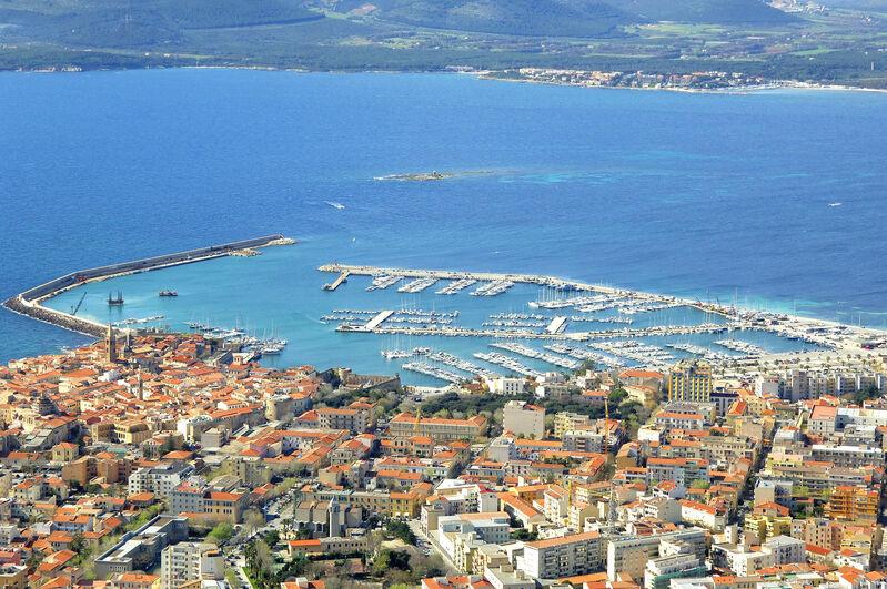 Vista área de Alghero, cidade de Sardenho