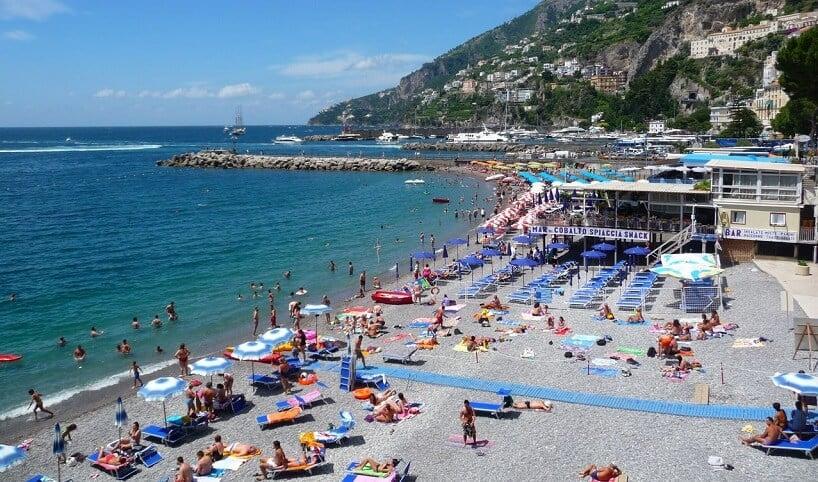 Dia relaxante nas praias em Amalfi