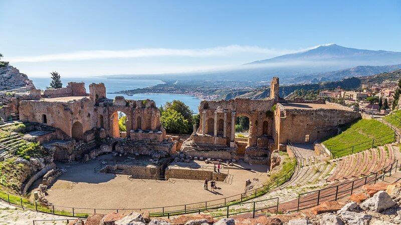 Teatro Grego na cidade de Taormina em Sicília