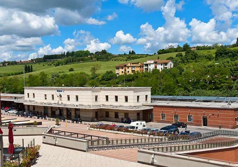Vista da estação de trem de Siena