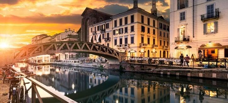 Final de tarde no bairro Navigli em Milão