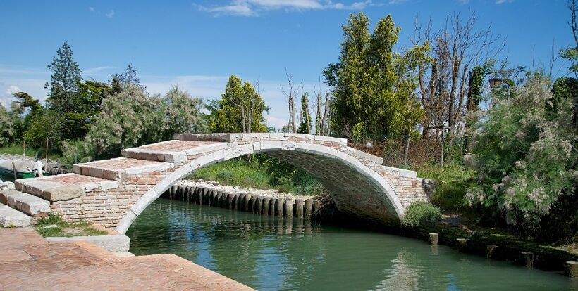 Ponte del Diavolo na Ilha de Torcello em Veneza