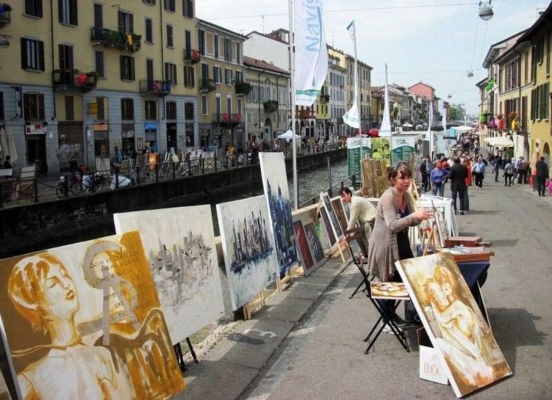 Arte pelas ruas de Navigli em Milão