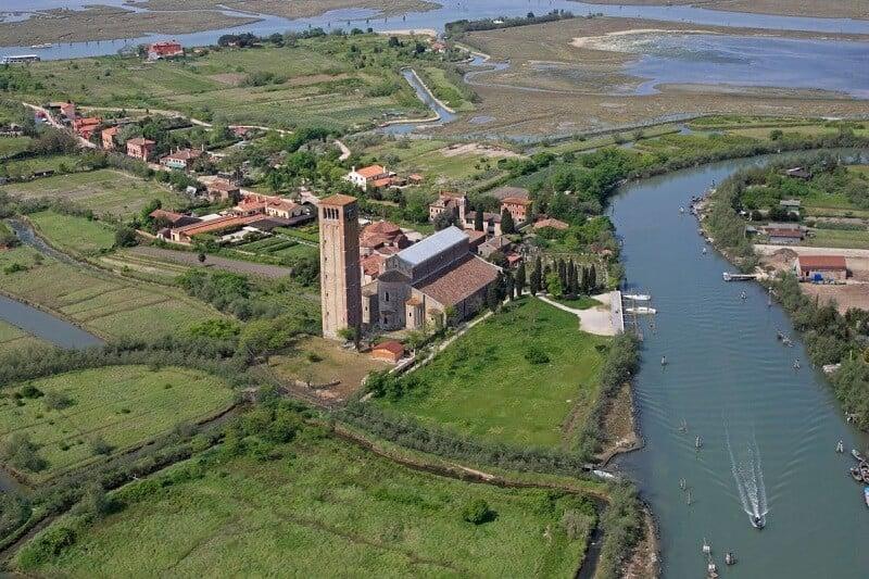 Vista aérea da Ilha de Torcello em Veneza
