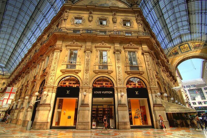 Loja de marca na Galeria Vittorio Emanuele II em Milão