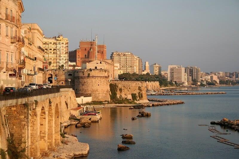 Vista de parte da cidade de Taranto