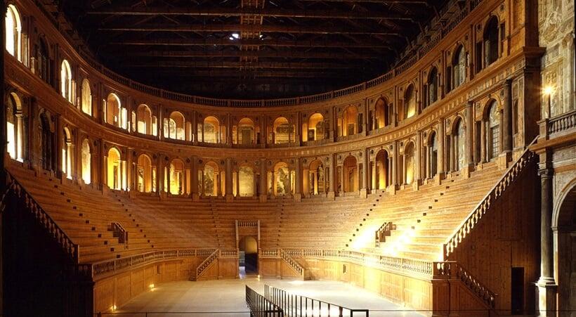 Interior do Teatro Farnese em Parma