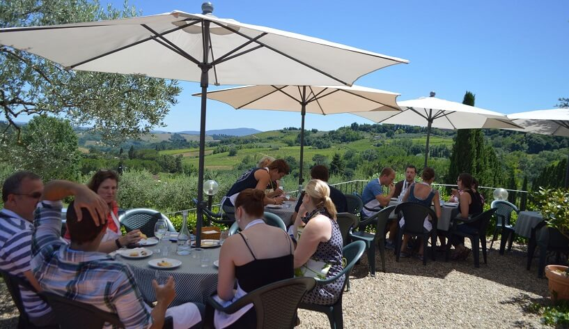 Visitantes na vinícola Sovestro in Poggio