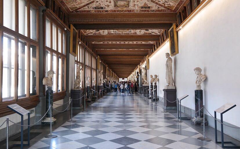 Corredor da Galeria Uffizi em Florença
