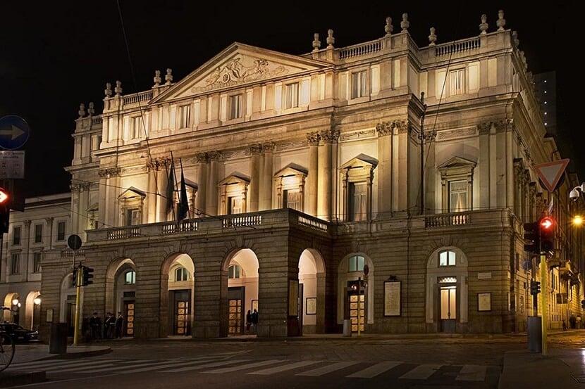 Fachada do Teatro Alla Scala em Milão