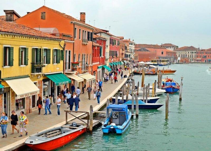 Pessoas na Ilha de Murano em Veneza