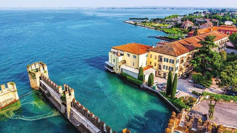 Sirmione no Lago Garda na Itália