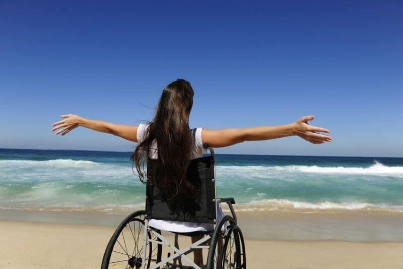 Cadeirante na praia