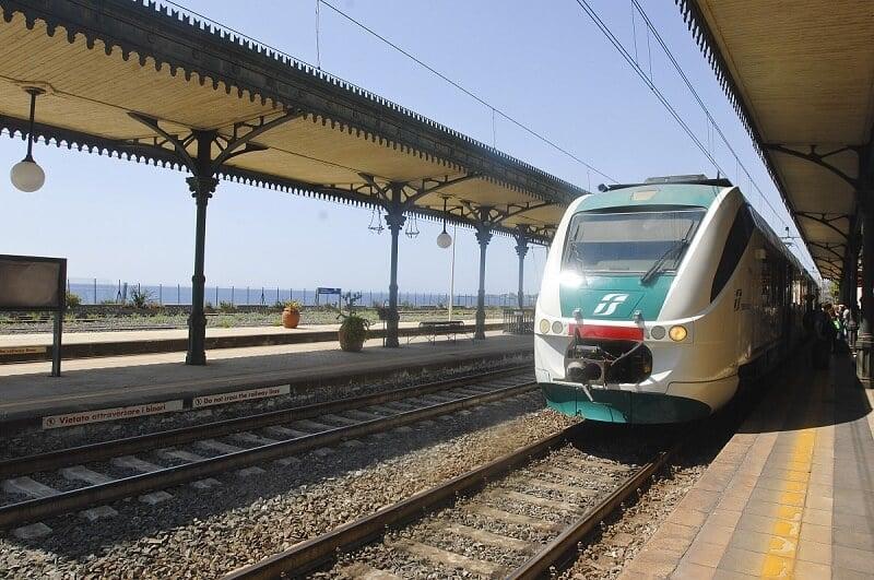 Viagem de trem de Palermo a Taormina