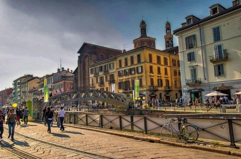 Rua de Navigli em Milão