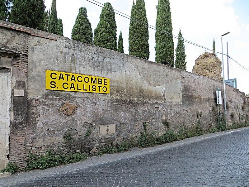 Placa indicando Catacumba de São Calisto