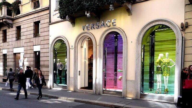 Loja da Versace no Quadrilátero da Moda em Milão