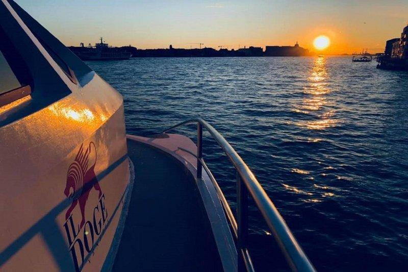 Entardecer no barco