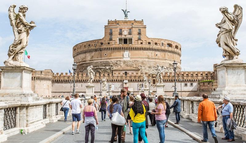 Visitantes no Castelo San'Angelo em Roma