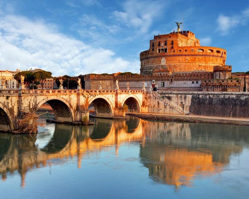 Rio Tibre e Castelo Sant'Angelo em Roma