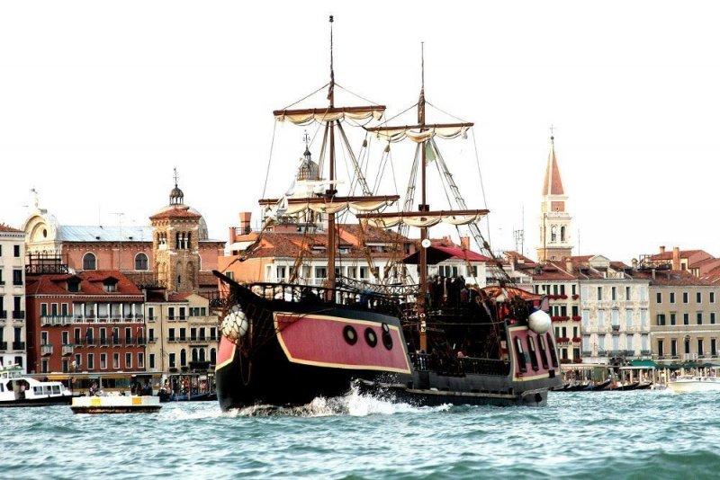 Galeão em canal de Veneza