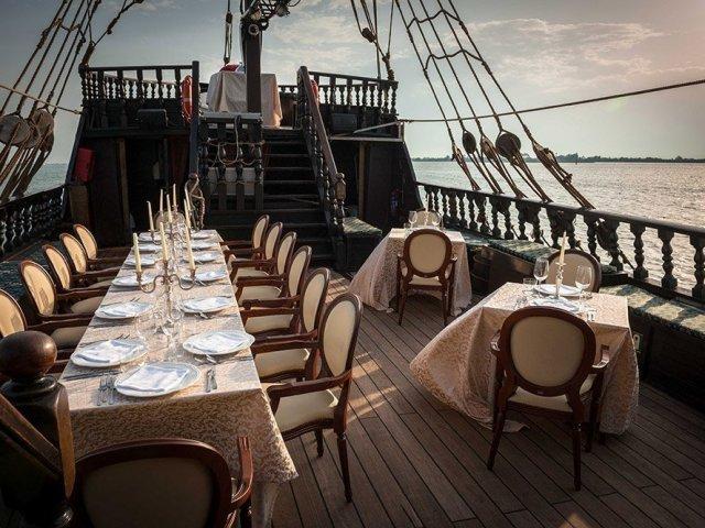 Ingressos para cruzeiro com jantar no Galeão Veneziano