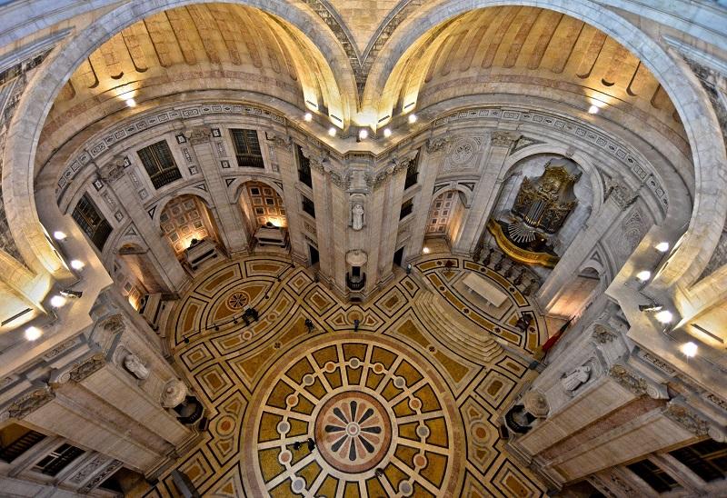 Interior do Panteão Nacional
