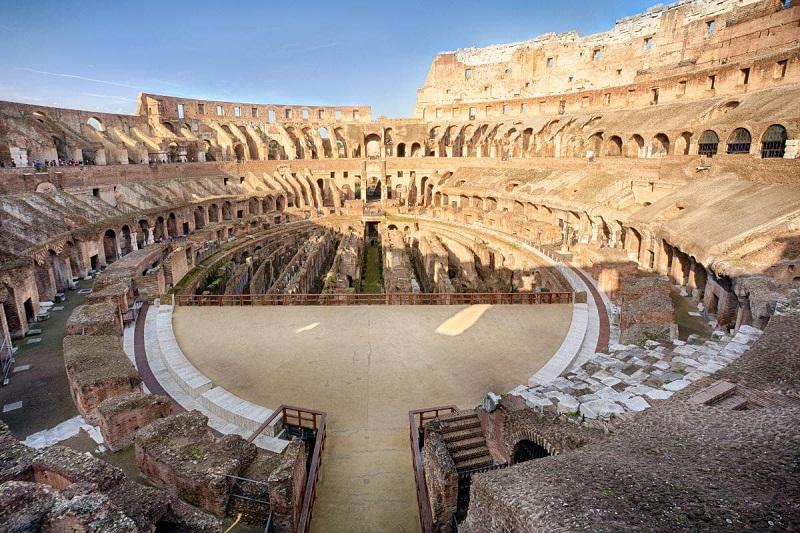 Arena dos Gladiadores no Coliseu em Roma