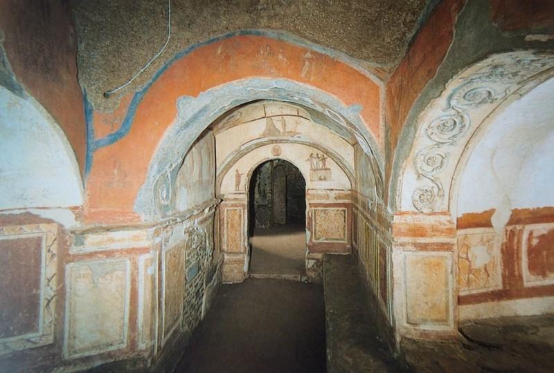 Interior das Catacumbas de Priscila em Roma