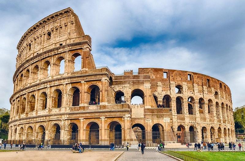 Coliseu, principal ponto turístico de Roma