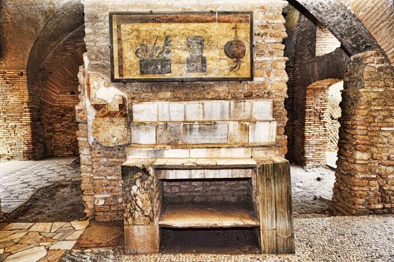 Ruínas ainda conservadas na Ostia Antica em Roma