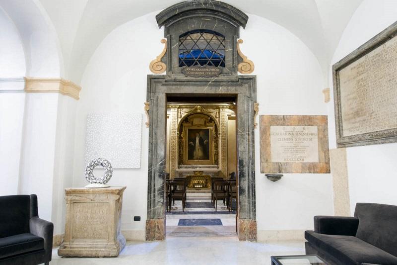 Entrada para Capella del Transito no Palácio de Santa Chiara em Roma