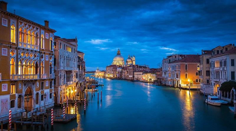 Veneza durante a noite