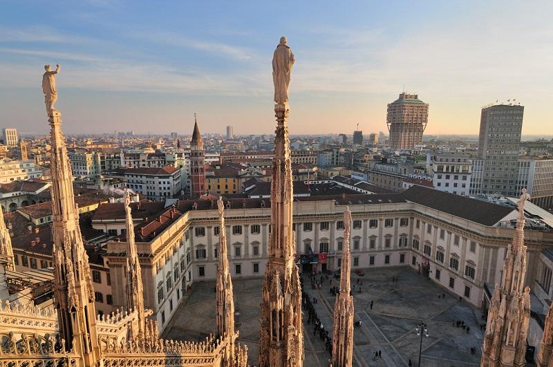 Vista do centro de Milão do alto do Duomo de Milão