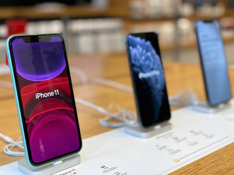 iPhone 11 exposto em loja da Apple