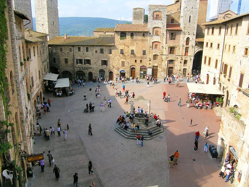 Piazza della Cisterna em San Gimignano