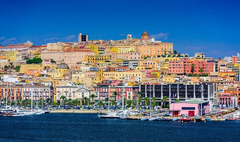 Vista da cidade de Cagliari em Sardenha