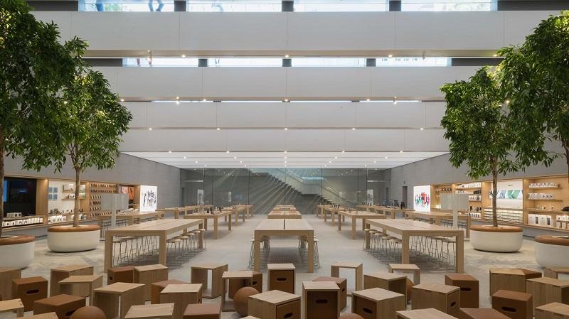 Interior da loja da Apple em Milão