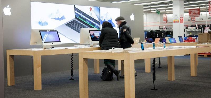 Espaço da Apple dentro da loja MediaWorld em Milão