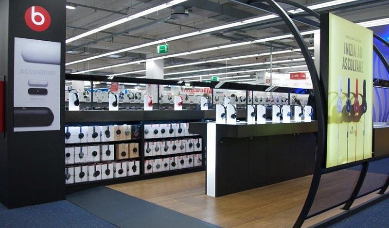 Espaço da marca JBL dentro de loja MediaWorld