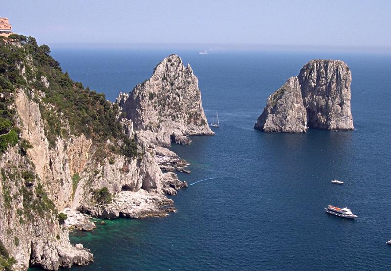 Faraglioni em Capri