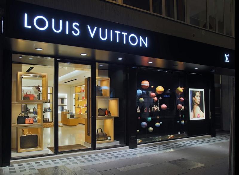 Loja da Louis Vuitton na região da Via Corso Cavour e Via Manzoni em Bari