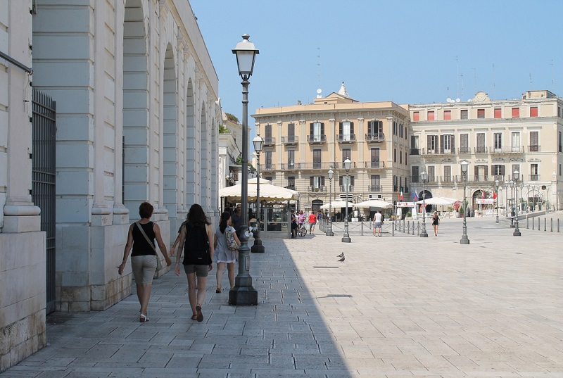 Piazza del Ferrarese em Bari