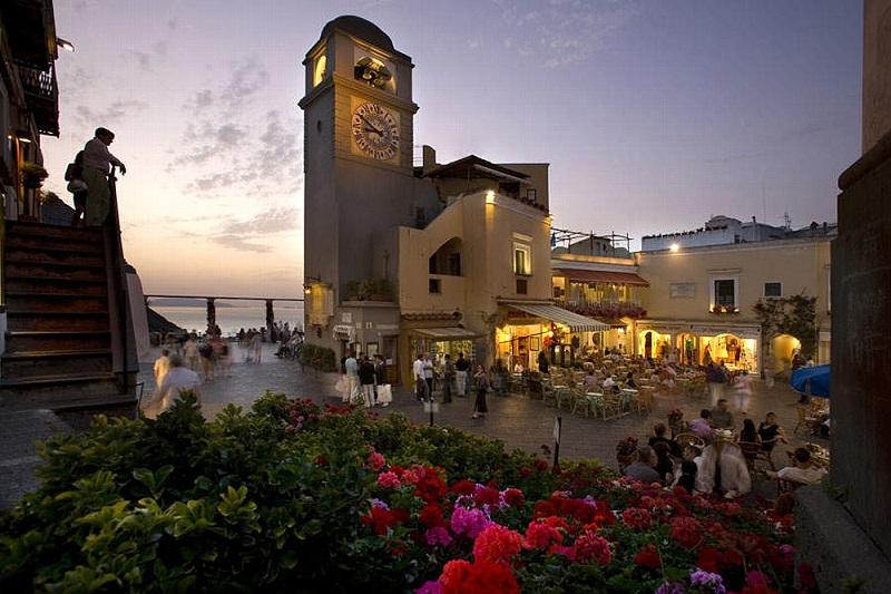 Piazzeta de Capri no final da tarde
