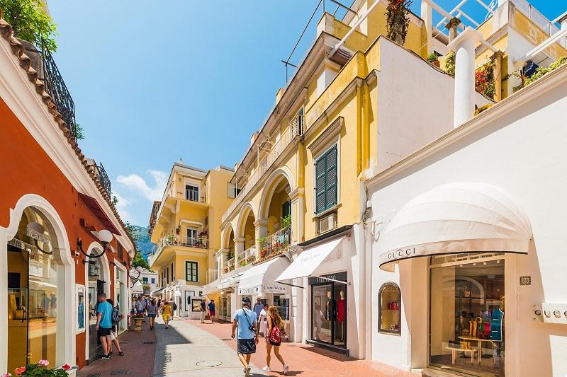 Rua da cidade de Capri